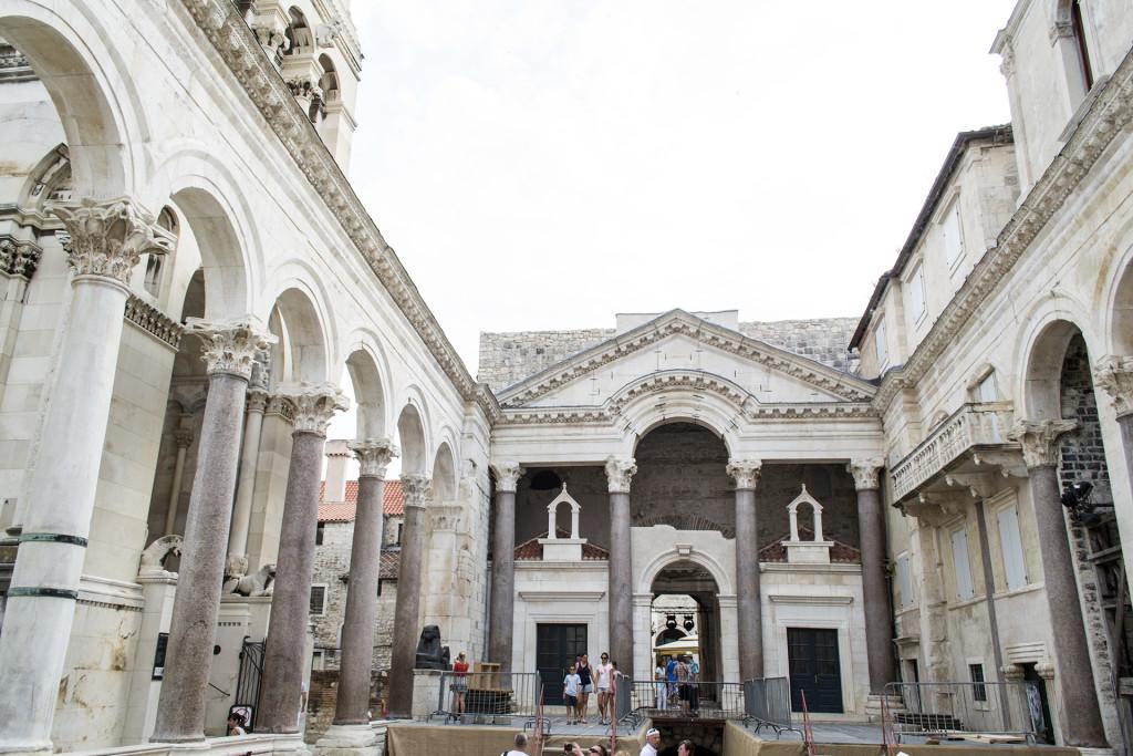 Split is een hele mooie, historische stad. Veel oude gebouwen!