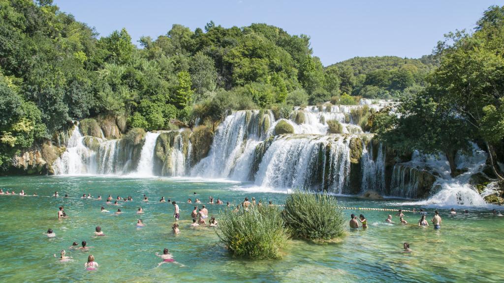 Het leuke van Krka is dat je er ook mag zwemmen! Dat mag bij Plitvice niet.