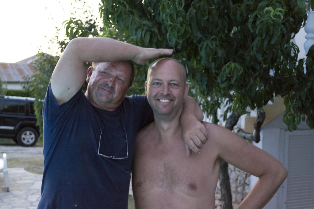 Dit is Ivan, samen met mijn vader. Ivan is de eigenaar van het huis en door al die jaren een vriend geworden van onze familie.