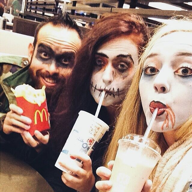 Een foto van vorig jaar. Op de dag van de Halloween tocht was ik ook jarig. Dus na afloop kreeg ik een milkshake haha