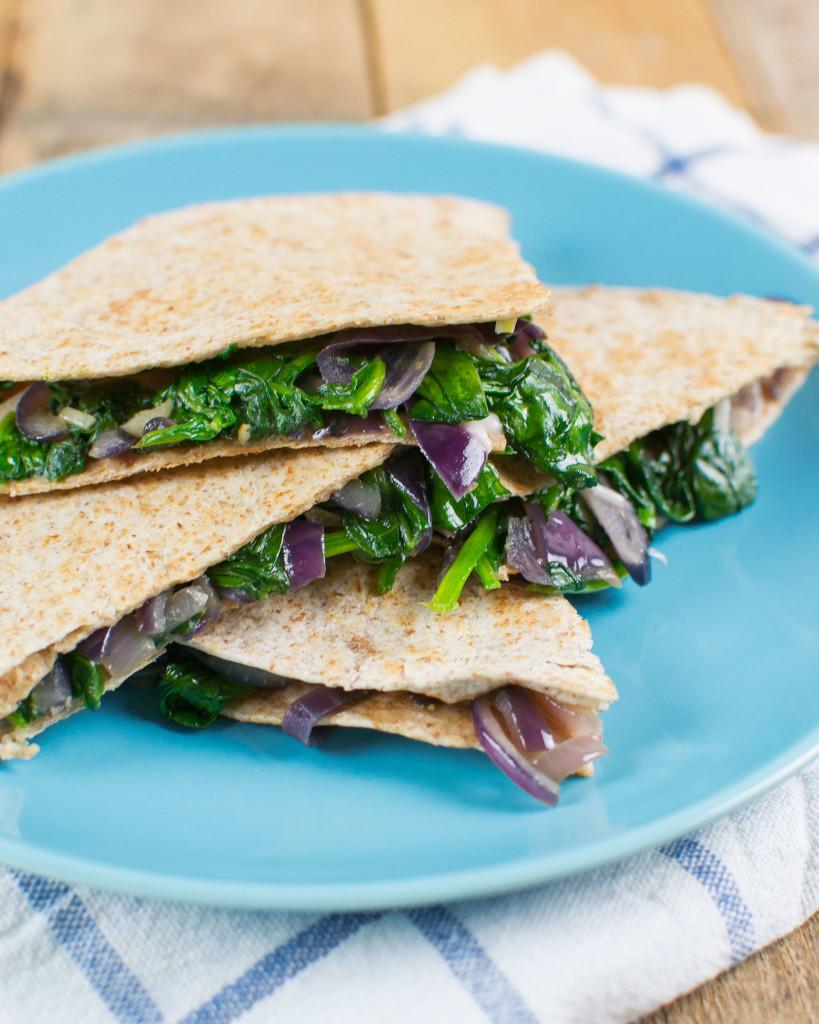 """Food: quesadilla met rode ui en spinazie uit """"uit pauline's keuken ..."""