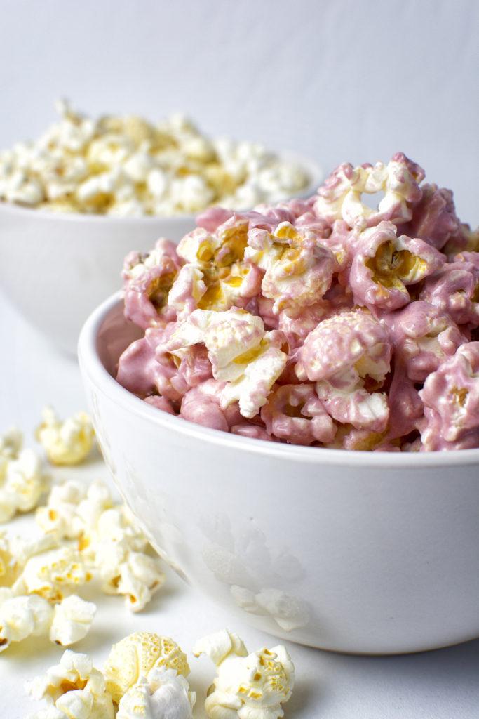 Roze witte chocolade popcorn