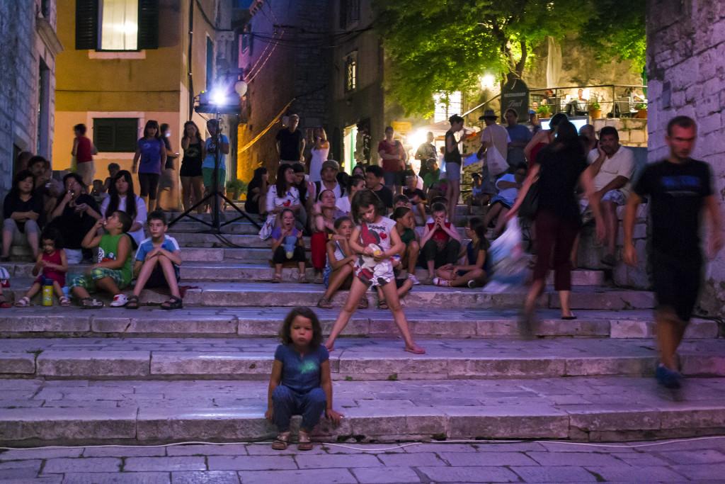 's Avonds was er een animatie festival, overal in de stad hingen doeken waar animaties op afgespeeld werden. Daardoor was het gezellig druk!